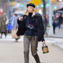 Devon Windsor – Sells Cookies for Kids with Cancer in New York - 454 x 588