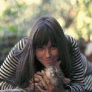 Barbara Hershey - 335 x 401