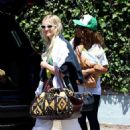 Ashlee Simpson – Out in Los Angeles - 454 x 681