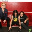[PHOTO] Matt Sorum, Slash and Ron Jeremy backstage at Avalon Theatre 18/11/20