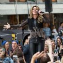 Shania Twain – Performs on NBC Today Show Summer Concert Series in NY - 454 x 454