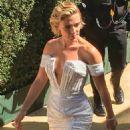 Scarlett Johansson – Arrives at 2018 Emmy Awards in Los Angeles - 454 x 681