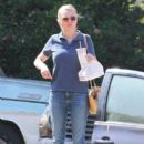 Kirsten Dunst grabs some lunch while she was out and about in Los Angeles, California on October 14, 2016. She looked very eager to eat her In and Out - 400 x 600