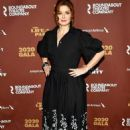 Debra Messing – Roundabout Theater's 2020 Gala in NYC - 454 x 681