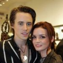 Reeve Carney and Jennifer Damiano - 396 x 594
