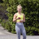 Sailor Brinkley Cook in Leggings – Out jogging in East Hampton - 454 x 681