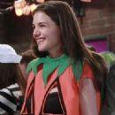 Katie Holmes as Naomi in How I Met Your Mother - 323 x 620