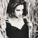 Christy Turlington - Vogue Magazine Pictorial [Italy] (February 1990) - 454 x 616