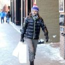 Matt Bellamy does some last minute Christmas shopping on Christmas Eve in Aspen, Colorado on December 24, 2014 - 454 x 533
