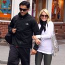 Kelly Ripa and Mark Consuelos - 396 x 594