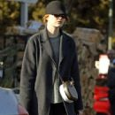 Emma Stone – Grocery shopping in Beverly Hills - 454 x 568