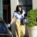 Ariel Winter in Yellow Pants – Out in Los Angeles - 454 x 609