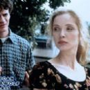 Tom Everett Scott and Julie Delpy in An American Werewolf in Paris (1997)
