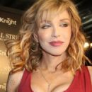 """Courtney Love Dazzles At """"Wall Street 2"""" Premiere"""