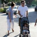Amanda Peet, Husband David Benioff & Daughter Frances In Hollywood 02-07-2008 - 454 x 525