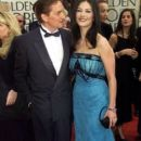 Michael Douglas and Catherine Zeta Jones At The 58th Annual Golden Globe Awards (2001) - 400 x 600