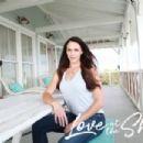 Amanda Righetti as Jenna in Love at the Shore (2017) - 454 x 302