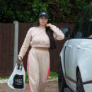 Marnie Simpson – Arriving home in Bedfordshire - 454 x 636