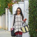 Jordana Brewster runs errands solo on January 13, 2016