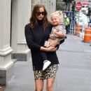 Irina Shayk with daughter Lea in New York - 454 x 681