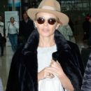 Kylie Minogue – Arriving at Dublin Airport - 454 x 713