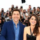 Penelope Cruz and Javier Bardem :  'Everybody Knows (Todos Lo Saben)' Photocall - The 71st Annual Cannes Film Festival - 400 x 600