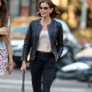 Teri Hatcher goes for a walk with her daughter Emerson Tenney on August 14, 2015 in New York City - 387 x 600
