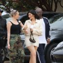 Kylie Jenner – Heads to lunch in Malibu - 454 x 604