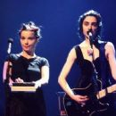 Björk and PJ Harvey - The Brit Awards 1994 - 454 x 255