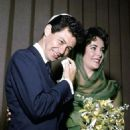 Liz married her fourth husband Eddie Fisher in Las Vegas. She wore a green dress and a chiffon headscarf - 454 x 681