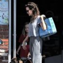Angelina Jolie takes daughter to Pet Shop in Los Angeles (September 05, 2017)