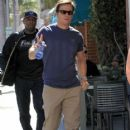 Mark Wahlberg runs errands in Beverly Hills on March 8, 2016 - 417 x 600