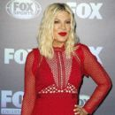 Tori Spelling attends the 2019 FOX Upfront at Wollman Rink, Central Park on May 13, 2019 in New York City - 400 x 600