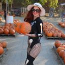 Phoebe Price at the pumpkin patch in Los Angeles - 454 x 681