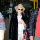 Kylie Minogue – Arriving at Dublin Airport - 454 x 811