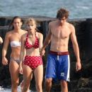 Taylor Swift walking on the beach in Cape Cod, Massachusetts with boyfriend Conor Kennedy (August 17)