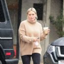 Hilary Duff – Grabs a coffee on a rainy day in Los Angeles - 454 x 718