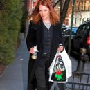Julianne Moore Having Coffee While Out Shopping In Lower Manhattan - Jan 31 2008