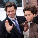 Carla Gugino and Jim Carrey