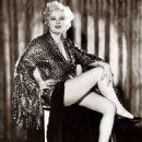 Mae West - 454 x 564