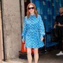 Julianne Moore – Arrives at Kelly And Ryan show in New York City - 454 x 588