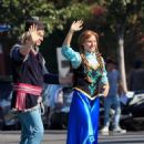 Jonathan Groff and Kristen Bell  – Perform a 'Frozen' skit in traffic outside CBS Studios