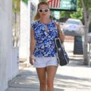 Reese Witherspoon stops by a spa in Santa Monica, California on July 8, 2016 - 413 x 600