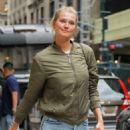 Toni Garrn and Alina Baikova out in New York - 454 x 681