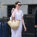 Anne Hathaway – Out in New York City - 454 x 681