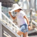 Jennifer Garner – Spotted on the beach in Malibu