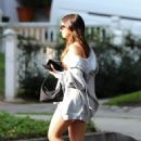 Addison Rae – In shorts arrives at a friend's house in Los Angeles - 454 x 681