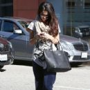 Selena Gomez leaves a friend's house on January 22, 2013 in Studio City, California - 418 x 594