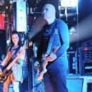 Billy Corgan Blacks Out, Tumbles Onstage - 454 x 726
