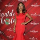 Holly Robinson Peete – 'Christmas at Holly Lodge' Screening in LA - 454 x 682